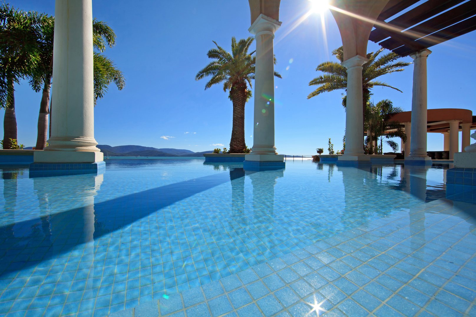 Qantas Travel Insider reviews the spectacular Villa Del Mare